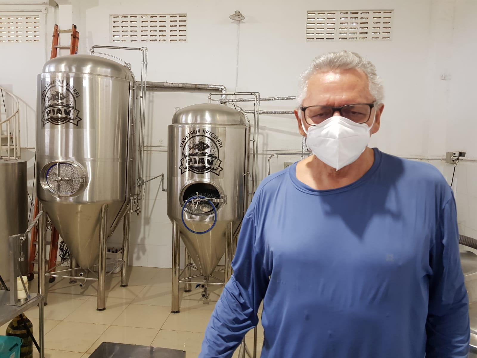 Reitor_na_Piau_02_-_Junto_aos_tanques_de_fermentaçao_1.jpeg