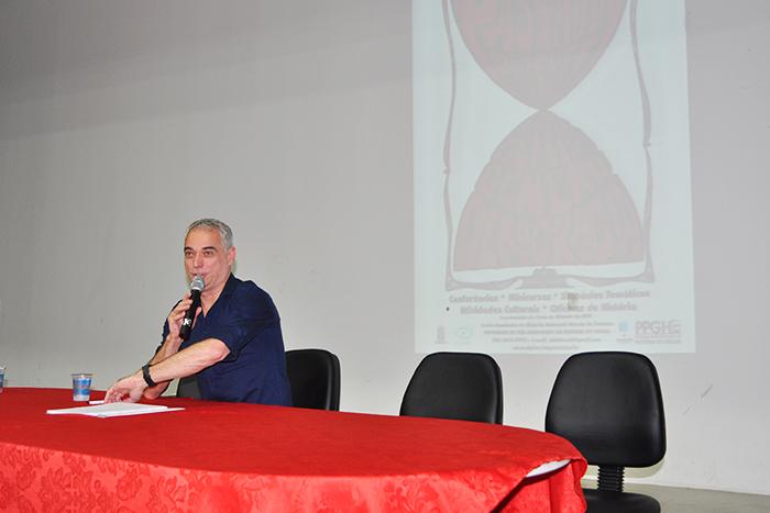 Conferencista Freitas Neto da Unicamp